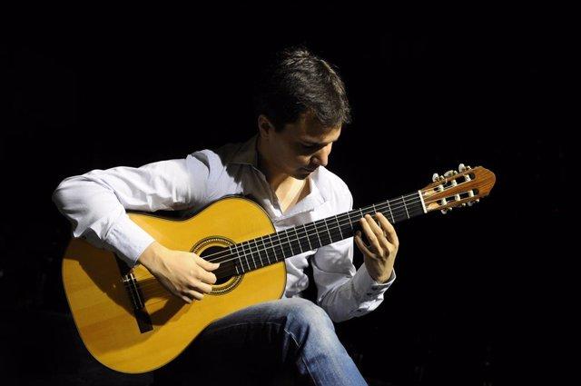 Archivo - Eduardo Fernández actuará este fin de semana en Villalar dentro del festival Escenario Patrimonio.