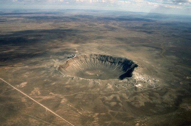 Archivo - Cráter de meteorito en Arizona (Estados Unidos) resultado del impacto de un meteoro de 50 metros, mientras que los impactos descritos en el trabajo actual pueden haber sido cientos de veces mayores