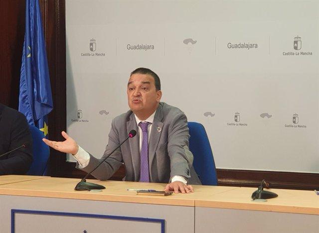 El consejero de Agricultura, Agua y Desarrollo Rural, Francisco Martínez Arroyo,