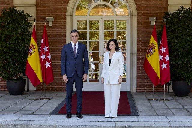 El presidente del Gobierno, Pedro Sánchez, recibe a la presidenta de la Comunidad de Madrid, Isabel Díaz Ayuso, a 9 de julio de 2021, en el Palacio de la Moncloa.