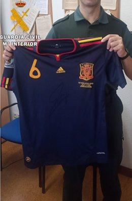 Camiseta de Iniesta robada de una exposición de Camargo