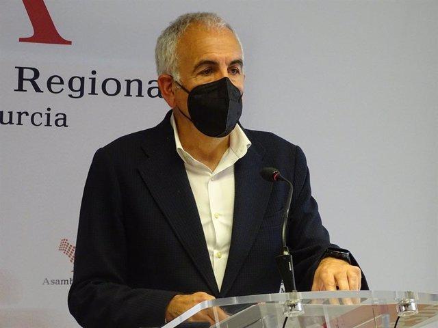 Archivo - El viceportavoz del Grupo Parlamentario Socialista Alfonso Martínez Baños