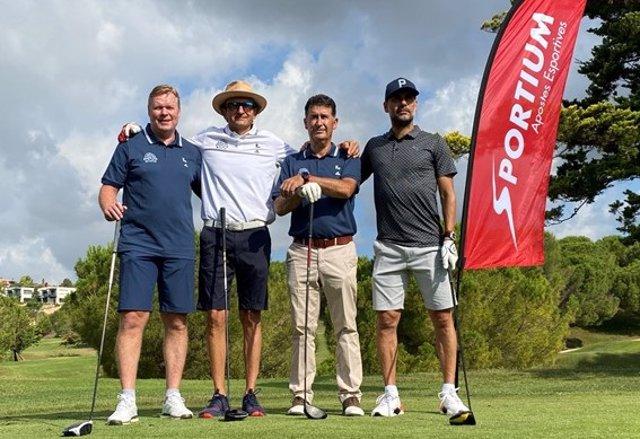 De izquierda a derecha: Ronald Koeman, entrenador del FC Barcelona; Antonio Hostench, Director Desarrollo Corporativo Grupo CIRSA; Santi Rosell, presidente del Club de Golf Barcelona; y Pep Guardiola, entrenador del Manchester City