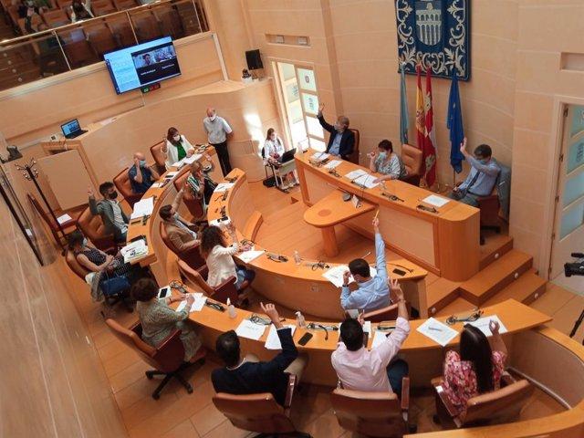 Pleno extraordinario del Ayuntamiento de Segovia.