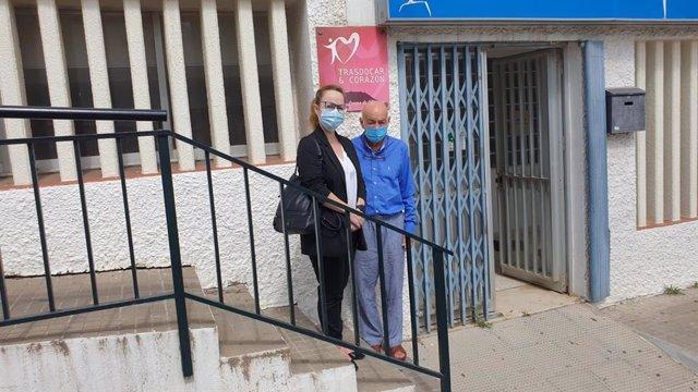 La responsable de Fundación Cepsa en el Campo de Gibraltar, Estrella Blanco, durante la visita a las instalaciones de Trasdocar en San Roque.