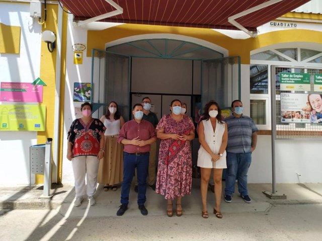 La vicepresidenta primera de la institución provincial, Dolores Amo (centro), junto a autoridades del Guadiato.