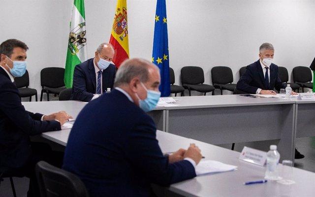 Los ministros de Justicia y de Interior, Juan Carlos Campo y Fernando Grande-Marlaska, durante su visita a Algeciras.