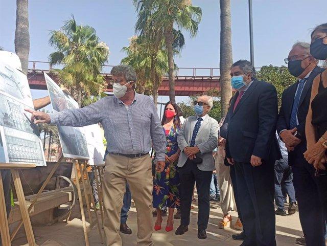 El ministro conoce el proyecto de tercera fase de la restauración del Cable Inglés