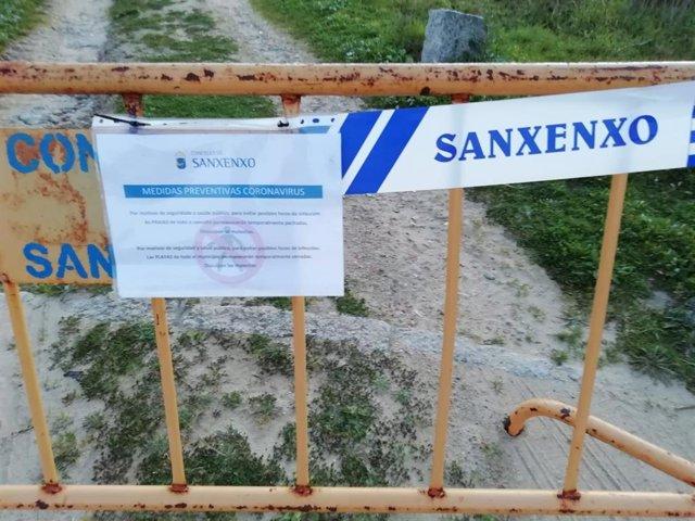 Playa precintada en Sanxenxo con motivo de la pandemia.