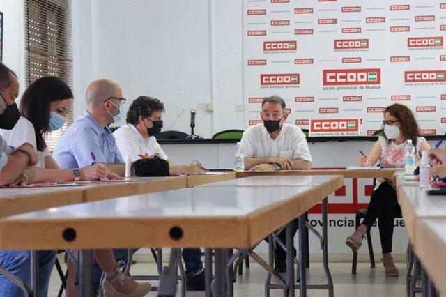 El portavoz de Unidas Podemos en el Congreso y secretario de Estado para la Agenda 2030, Enrique Santiago; en una reunión en la sede de CCOO en Huelva.