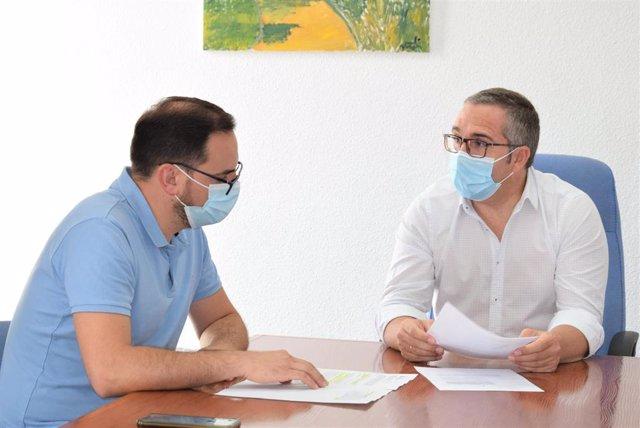 El alcalde y del delegado de Urbanismo analizan detalles del plan Contigo para la localidad