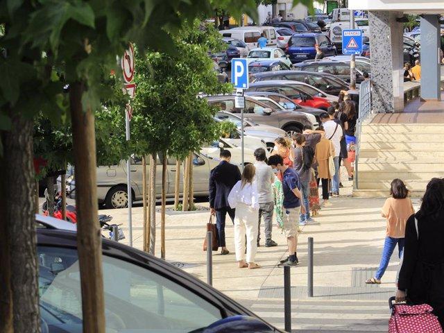 Cola para vacunarse contra el coronavirus en Lisboa