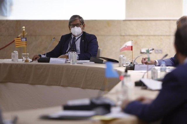 El presidente del Parlament, Vicenç Thomas, en la Asamblea de la Conferencia de Presidencias de Parlamentos Autonómicos de España.