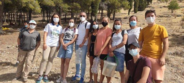 Participantes en la jornada de riego solidario