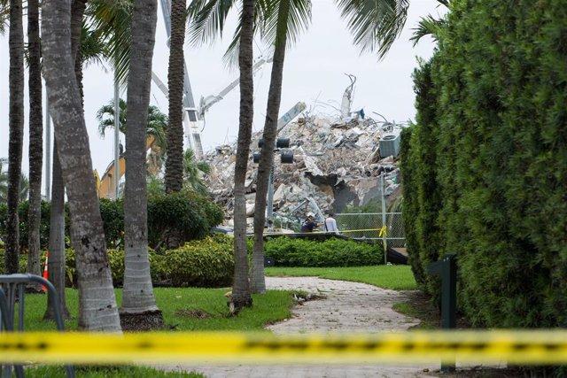 Restos del edificio derrumbado en Surfside, en el condado de Miami-Dade