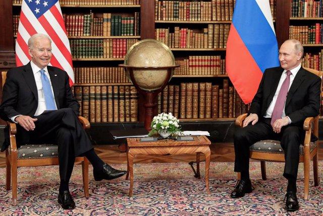 HANDOUT - 16 June 2021, Switzerland, Geneva: Russian President Vladimir Putin (R) attends a meeting with USPresident Joe Biden, USSecretary of State Antony Blinken (not pictured) and Russian Foreign Minister Sergey Lavrov (not pictured). Photo: -/Kremli