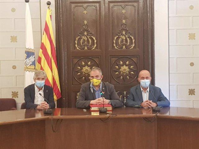 Josep Maria Argimon, Jordi Fàbrega i Joan Martinez Benazet a l'Ajuntament de La Seu d'Urgell (Lleida).