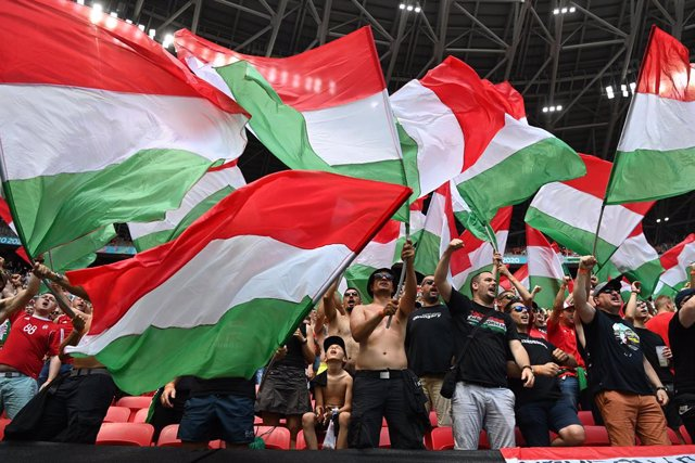19 June 2021, Hungary, Budapest: Hungary fans cheer in teh stands prior to the start of the UEFA EURO 2020 Group F soccer match between Hungary and France at the Puskas Arena. Photo: Robert Michael/dpa-Zentralbild/dpa