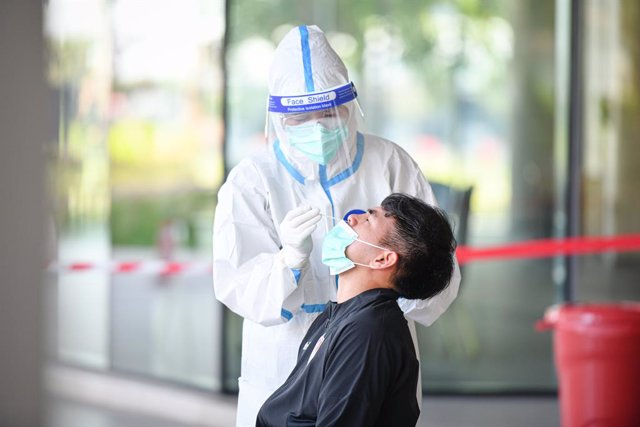 02 July 2021, Thailand, Buriram: A health worker wearing a protective suit collects a nasal swab sample from Ports' Worawut Namvech to test for coronavirus at Modena hotel. Photo: Amphol Thongmueangluang/SOPA Images via ZUMA Wire/dpa