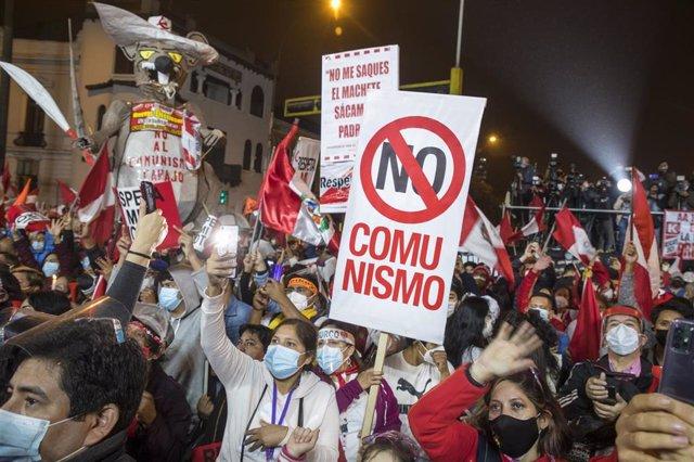 Seguidores y simpatizantes de la candidata presidencial de Perú por Fuerza Popular, Keiko Fujimori