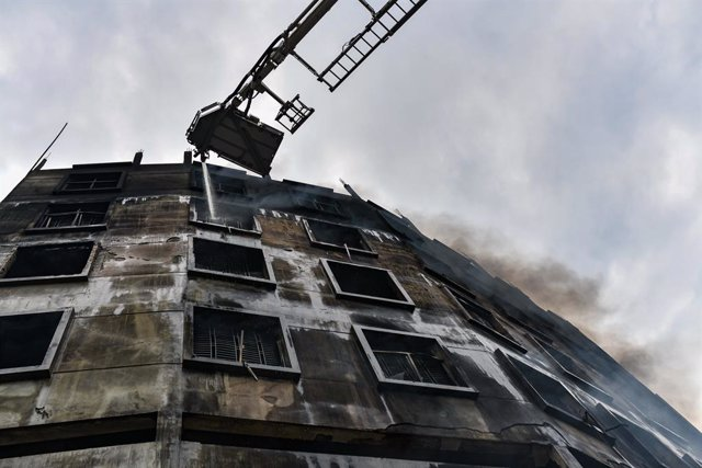 09 July 2021, Bangladesh, Narayanganj: Firefighters try to douse a fire that broke out at the factory of Hashem Foods Ltd in Narayanganj. At least 52 people died an dozens were injured after a fire ravaged a food processing factory near the Bangladeshi ca