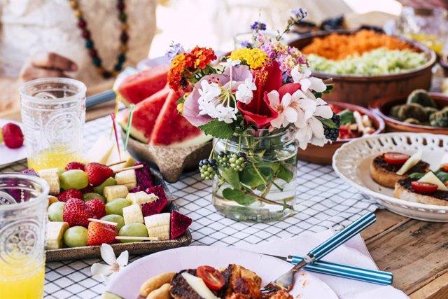 Mesa con frutas de verano.