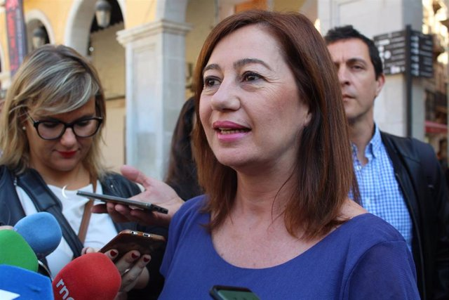 Archivo - La presidenta del Govern, Francina Armengol, en declaraciones a la prensa (archivo)
