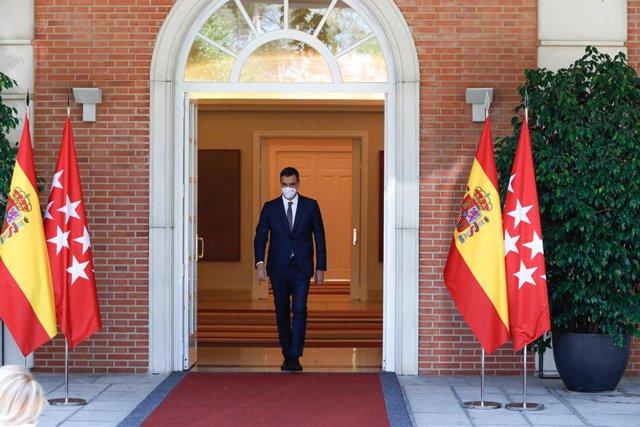 El president del Govern, Pedro Sánchez, acudeix a rebre a la presidenta de la Comunitat de Madrid, a 9 de juliol de 2021, en el Palau de la Moncloa, Madrid, (Espanya). La trobada, que es produeix després de ser investida per segona vegada com a màxima vai