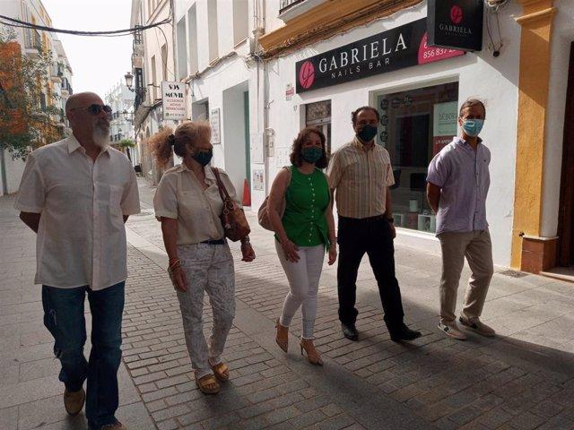 La diputada de Vox por Cádiz en el Parlamento de Andalucía Ángela Mulas visita la localidad de Chiclana de la Frontera.