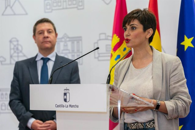 Archivo - Arxivo - L'alcaldessa de Puertollano, Isabel Rodríguez, en roda de premsa després de reunir-se amb el president regional, Emiliano García-Page.
