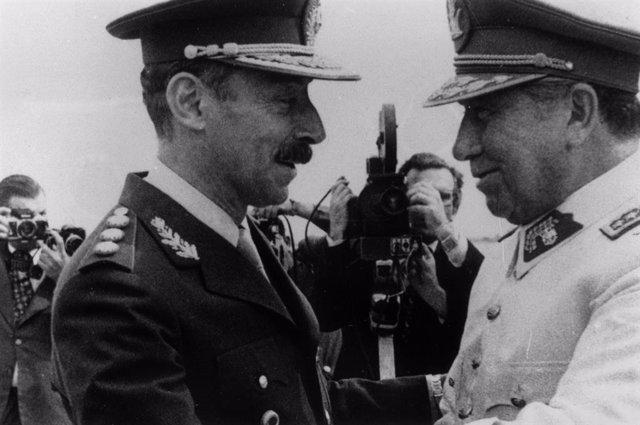 Los dictadores argentino y chileno, Jorge Videla y Augusto Pinochet