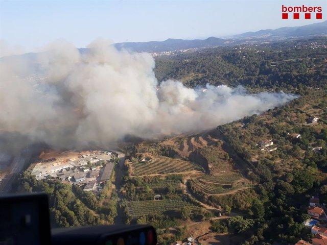 Incendi a Terrassa (Barcelona) proper a la urbanització dels Martines.