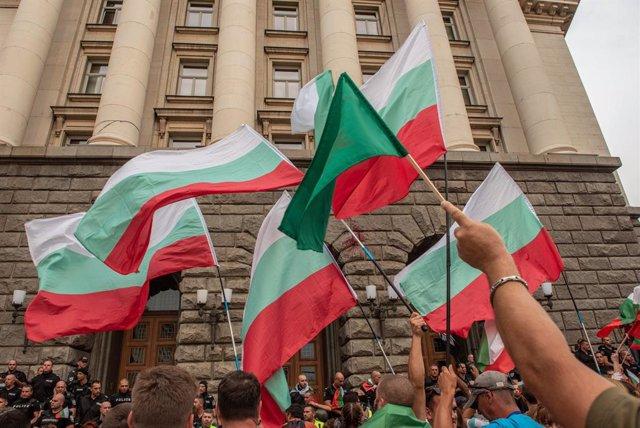 Archivo - Imagen de archivo de la bandera de Bulgaria.