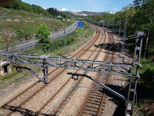 Archivo - Tren, Renfe, Feve, vías de tren, infraestructuras, viajeros, transporte