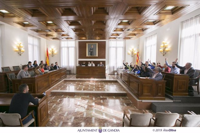 Archivo - Pleno del Ayuntamiento de Gandia, en una imagen de archivo
