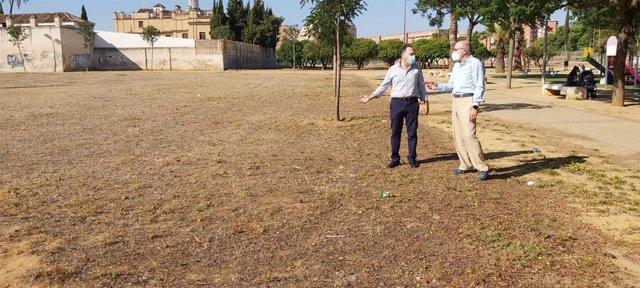 Gómez Palaciones, en un parque del Distrito Cerro-Amate