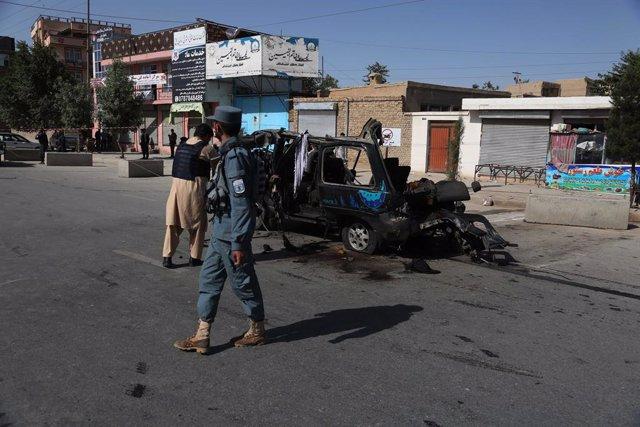 Archivo - Fuerzas de seguridad de Afganistán en el escenario de un ataque que deja al menos cuatro muertos