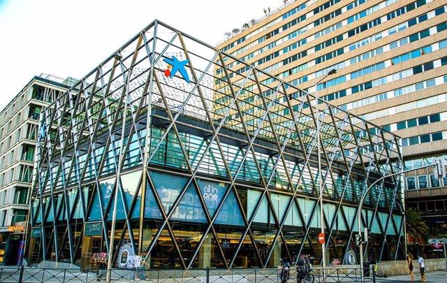 CaixaBank abre un centro 'all in one' en el edificio Axis de Madrid