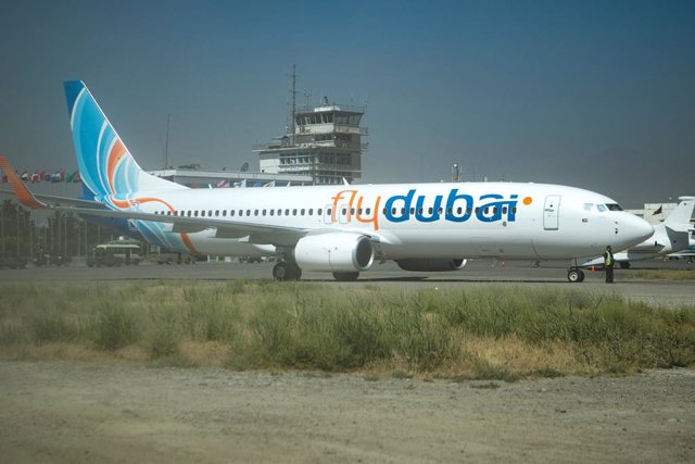 Archivo - FILED - 14 June 2012, Afghanistan, Kabul: An airplane of the budget airline Flydubai, is pictured at the Hamid Karzai International Airport. Flydubai has signed a deal with Smartwings to lease four Boeing 737 aircraft. Photo: Michael Kappeler/dp