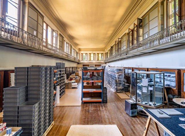 Imatge dels trasllats d'unes 600.000 peces del Museu Martorell per iniciar la remodelació de l'eficio