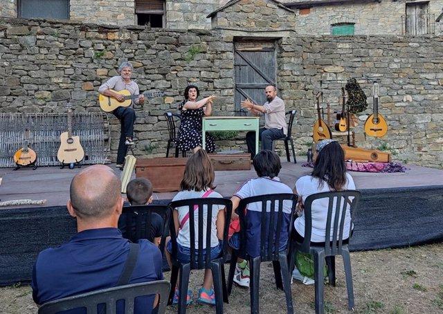 El grupo musical Mosicaires recibe el Dragón del Festival del Castillo de Aínsa.