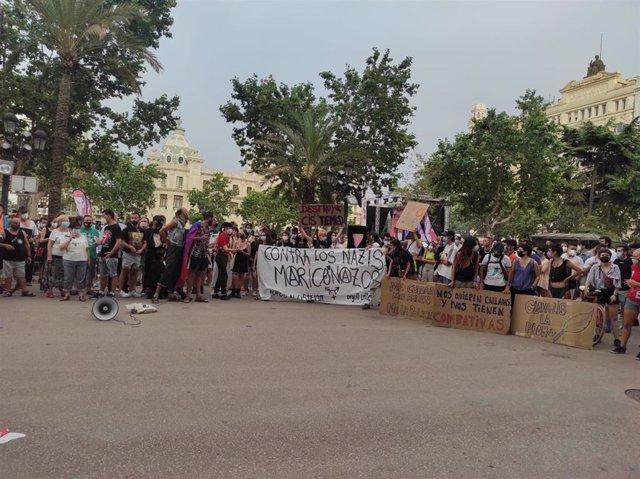 Una concentración condena las últimas agresiones homófobas en la ciudad de València