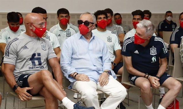 Luis Rubiales y Alejandro Blanco desean suerte a la selección antes de poner rumbo a Tokio