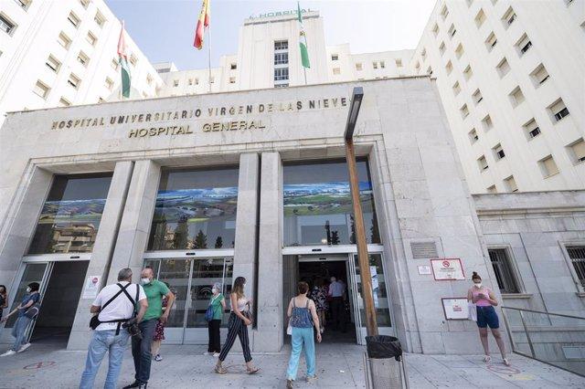 Archivo - Entrada al Hospital Virgen de las Nieves