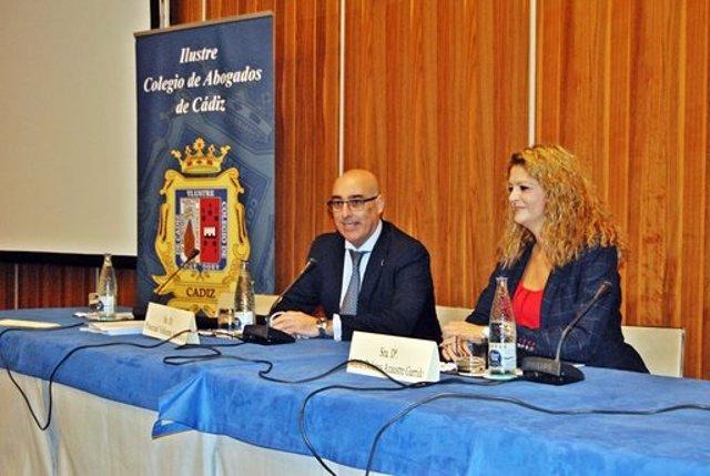 Archivo - El decano del ICA Cádiz, Pascual Valiente, en unas jornadas