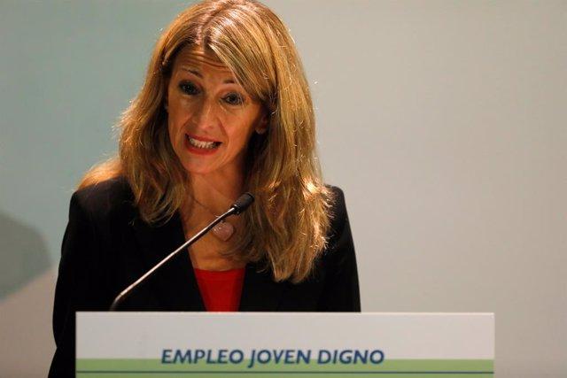 La vicepresidenta tercera del Gobierno, Yolanda Díaz, comparece  durante la firma de un convenio para mejorar las condiciones laborales de las personas jóvenes, a 5 de julio de 2021, en el Instituto de la Juventud, Madrid, (España). Esta firma, que forma
