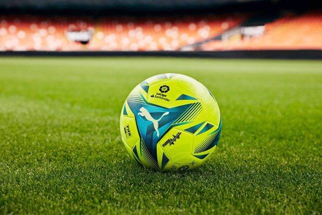 Puma y LaLiga presentan 'Adrenalina', el balón de los derbis y El Clásico.