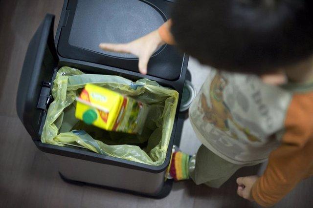 Ocho de cada 10 extremeños afirman reciclar en casa los envases del contenedor amarillo, según Ecoembes