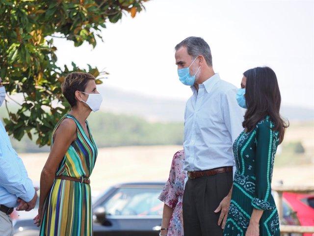 Archivo - Los Reyes don Felipe y Doña Letizia, con la presidenta de Navarra, María Chivite, en la visita que realizan a la Comunidad foral este lunes 27 de julio de 2020.