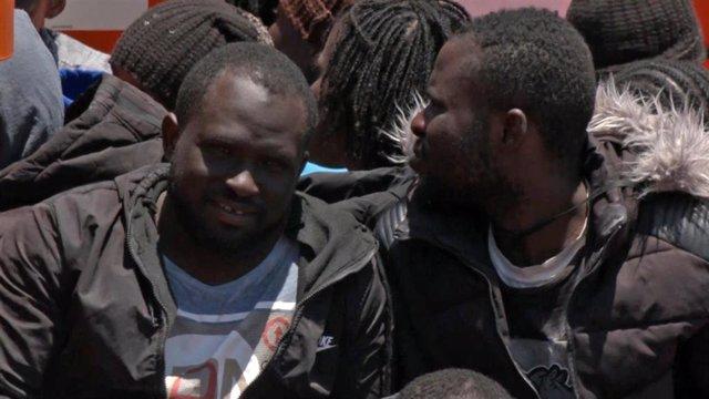 Salvamento Marítimo rescata a los 45 ocupantes de una patera